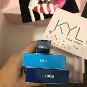 🆕 Kylie Cosmetics 3 lipsticks set + postcards